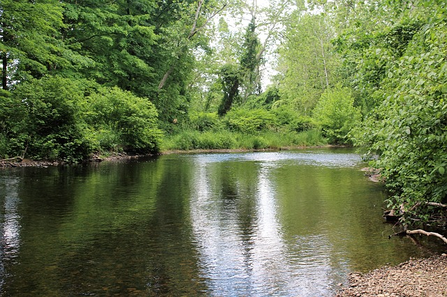 lazy-river-1836957_640